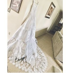 *Must Go* LIKE NEW  Size 4 WEDDING / QUINCE DRESS